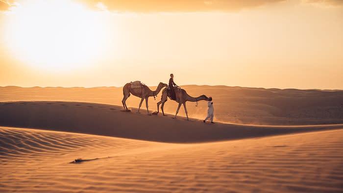 Wahiba-Wüste-Kamelritt-Sonnenuntergang-Oman