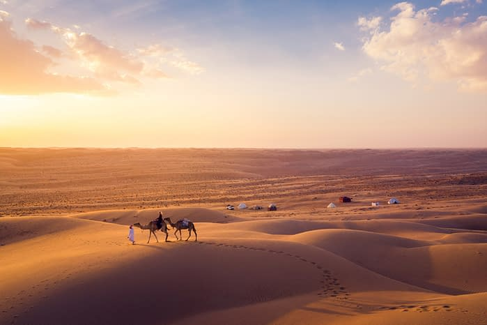 Canvas-Club-Luftbildaufnahme-Camp-Kamele-Wahiba-Wüste-Oman
