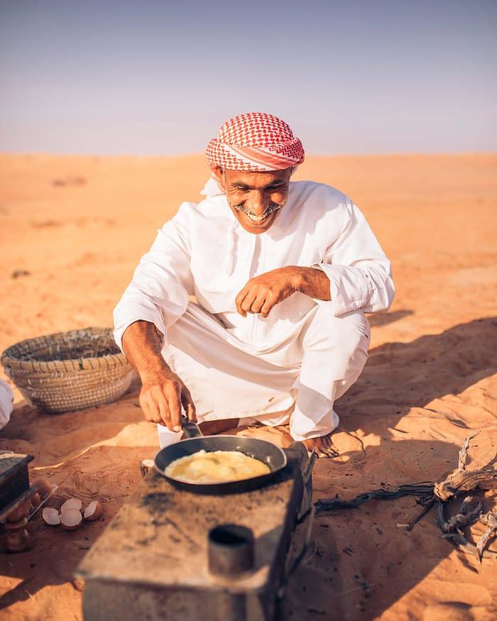 Canvas-Club-Camp-Manager-Ali-Frühstück-Wahiba-Wüste-Oman